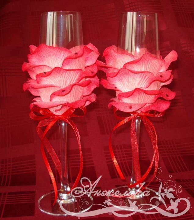Свадебные бокалы с лепестками своими руками