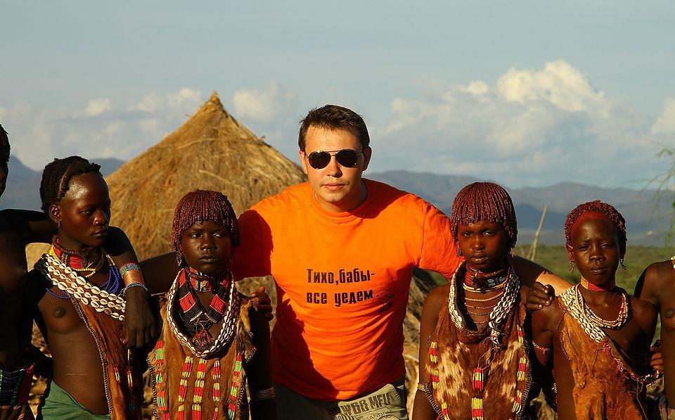 африканские жены русских фото дополнили бриллиантовая диадема