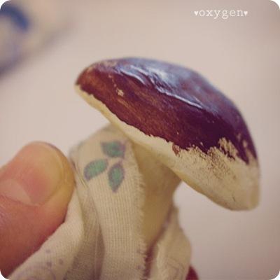 Как сделать грибочек из фольги и паперклея, фото № 5