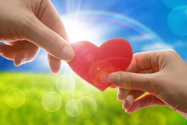 дарить любовь