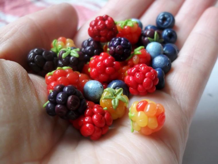 ягоды, бусины