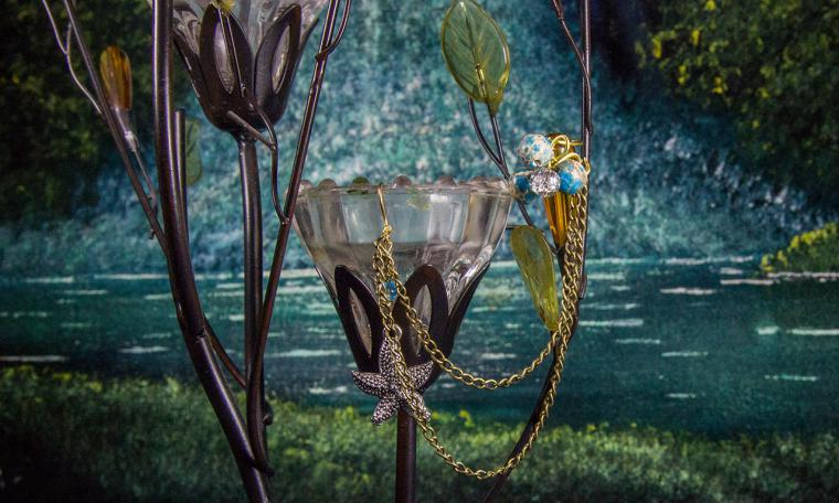 аукцион, украшения, сова на сундуке