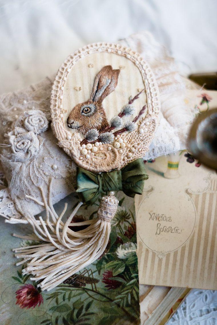 Вышитая брошка с пасхальным зайкой и веточкой вербы, фото № 25