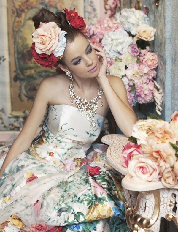 Необыкновенные свадебные платья.Цветы в моде от дизайнеров., фото № 3