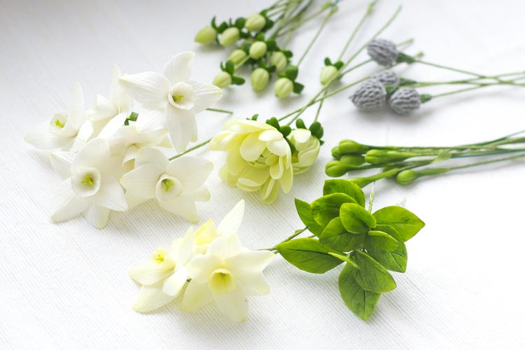 процесс работы, весенние цветы