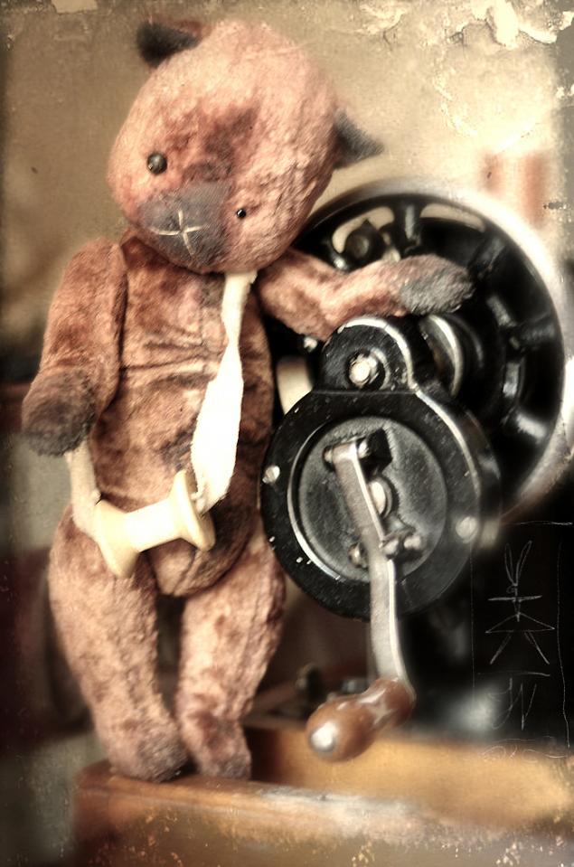 мишка, швейная машинка