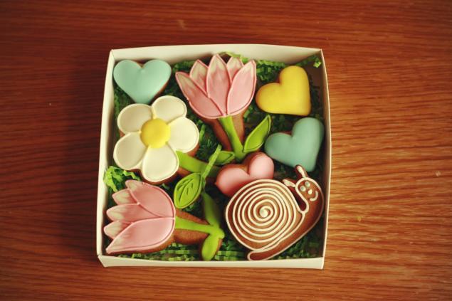 розыгрыш подарка, цветы, сердечки