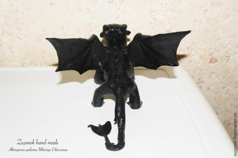 дракон из пластики, видео дракон, статуэтка беззубик