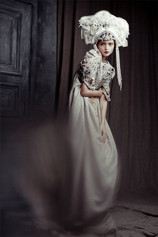 Russian beauty. Russian girls. Folk fashion.