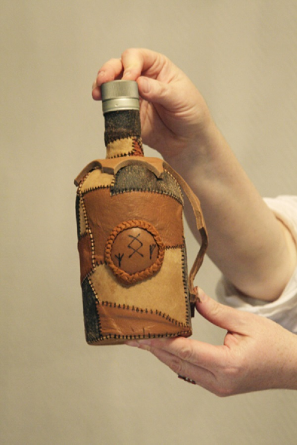 Обтянуть бутылку кожей своими руками 21