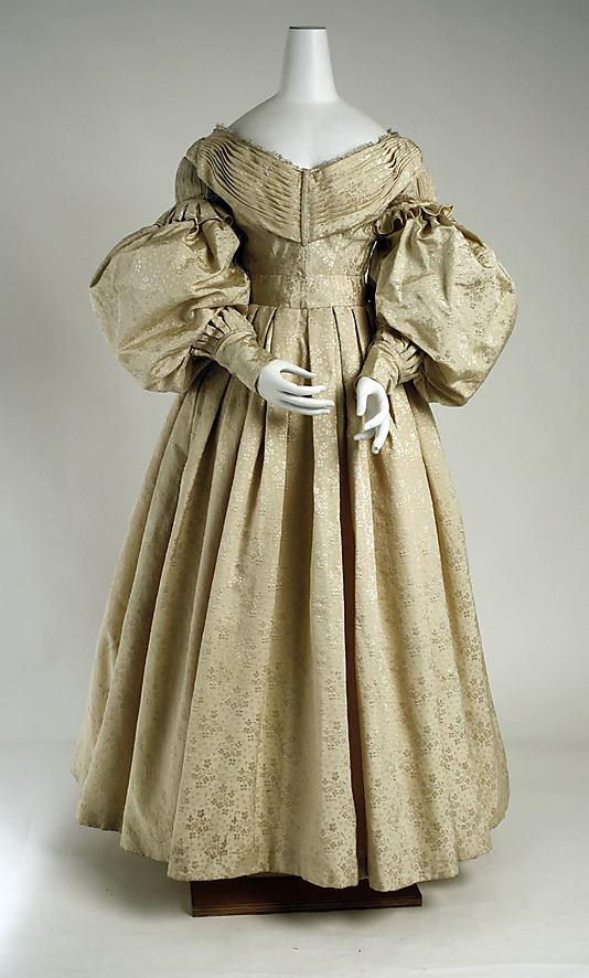 Платье 19 века с кринолином