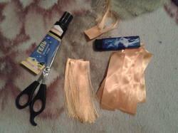 Как сделать кукле волосы из атласной ленты