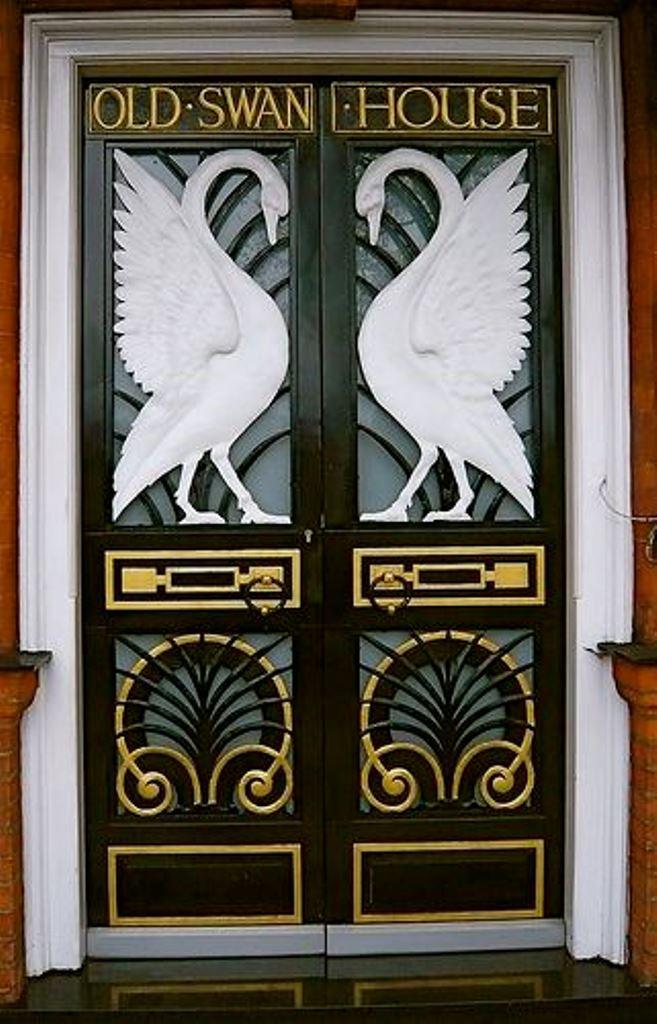 Как обшить металлические двери
