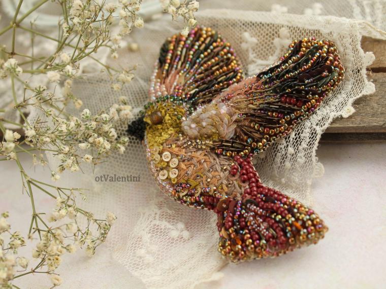 Вышивка пайетками птица