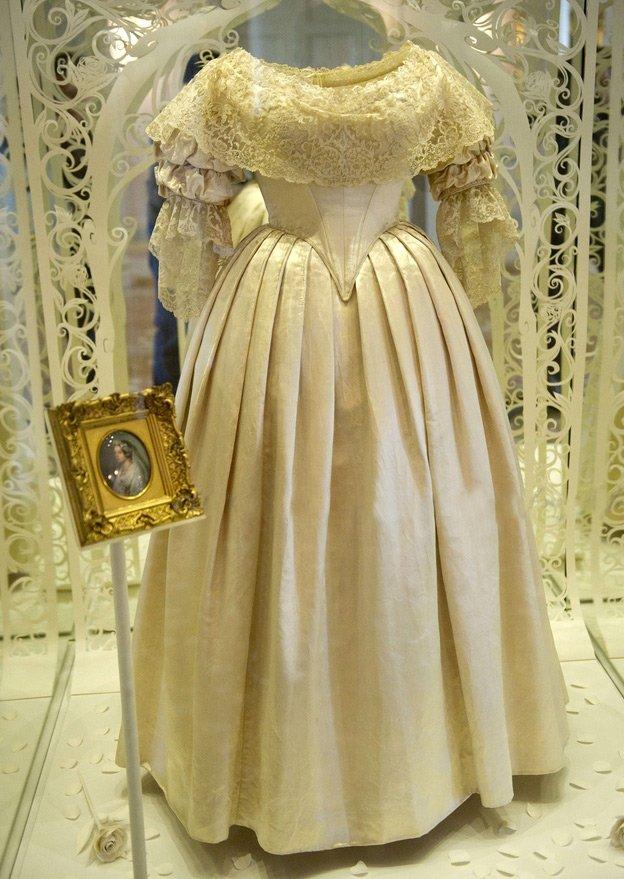 платья королевы виктории фото что если мужчину