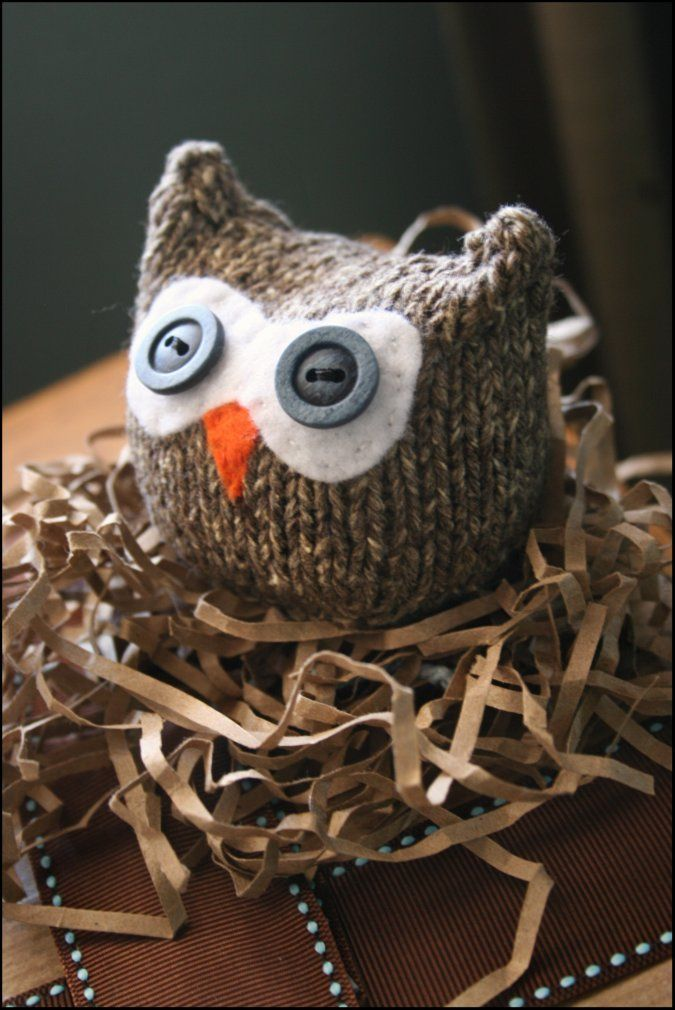 Knitted owl by Ana Clerc, pattern found here: <a href=