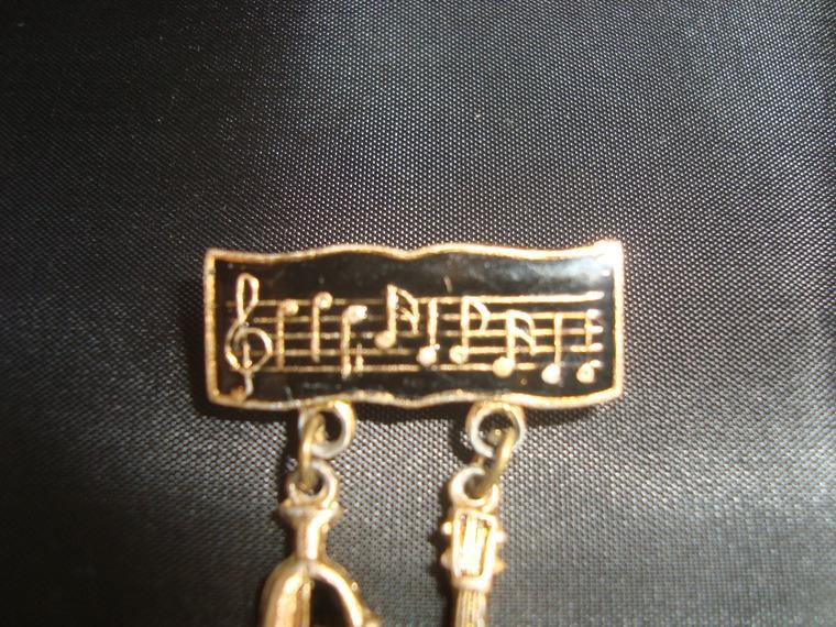 музыка, мелодия, музыкальное произведение, ноты, нотная грамота, партитура, угадай мелодию, вопрос, старая брошь, винтажная брошь