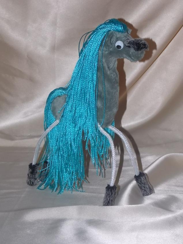 лошадка, жеребенок, игрушка на каркасе