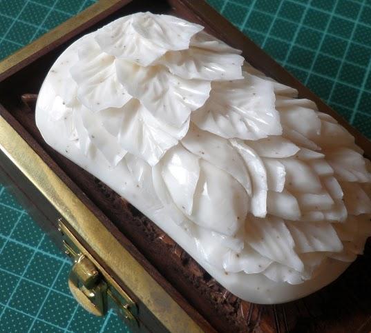 Листья и цветы по мылу.Размеры: 5*10Материал: Мыло.