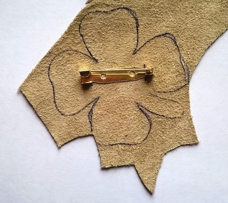 DIY on Creating a Cloverleaf Brooch for Luck, фото № 15