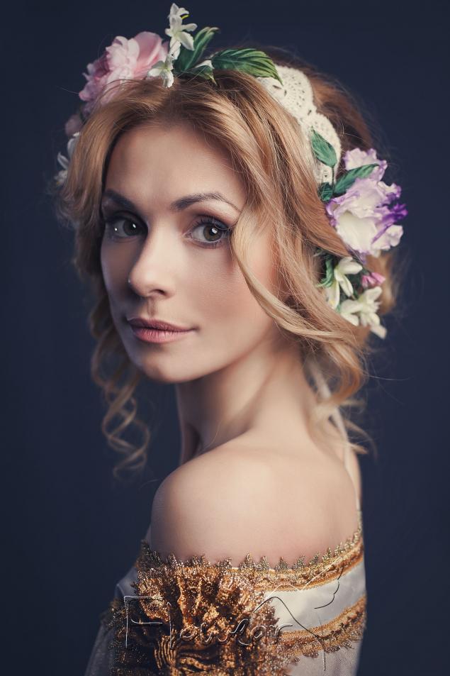 цветы из ткани, женщина