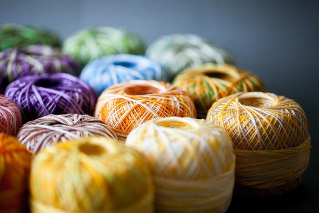 хлопок, вязание, разноцветные ромашки