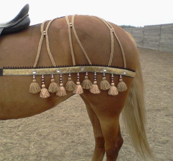 Вязаные украшения для лошадей своими руками