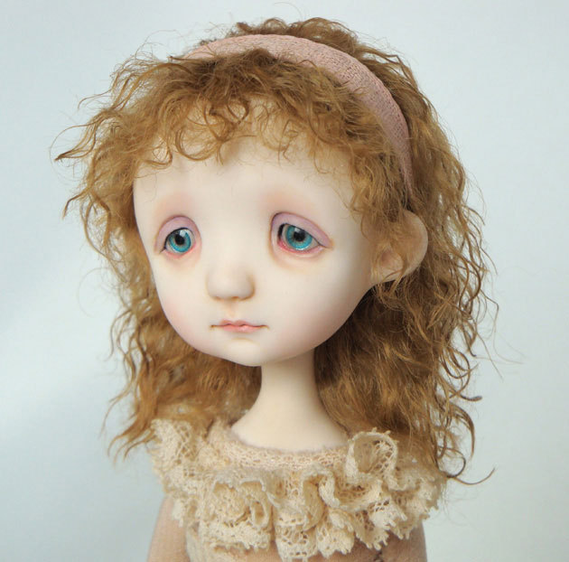 Крошечные куклы с грустными глазами