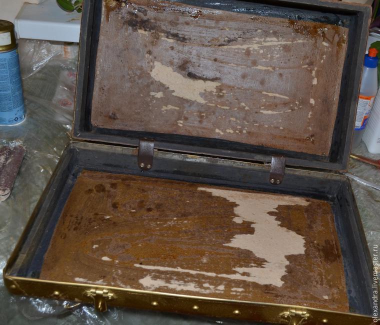 Старый чемоданчик превращается... в оригинальную полку, фото № 4