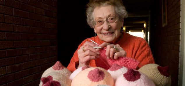 вязаная грудь, коралл шарль-данн, вязать грудь, удивительное вязание, 91-летняя пенсионерка
