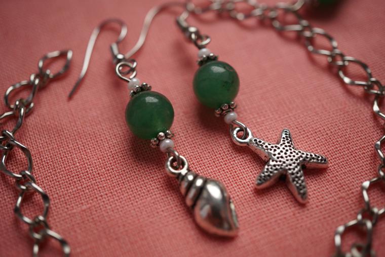 морская тема, темно-зелёный, рыбки, натуральные камни, длинные серьги, отпуск