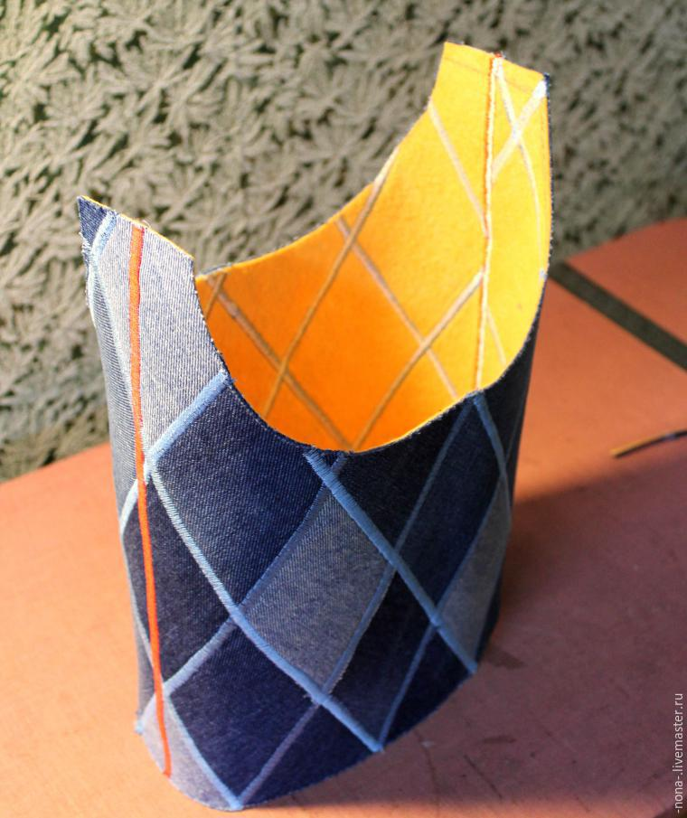 19e93fe72440 Боковые срезы подклада сумки соединяем обычной строчкой и вкладываем  изнанкой к изнанке в торбу. Скрепляем булавками, а лучше делаем намётку, ...