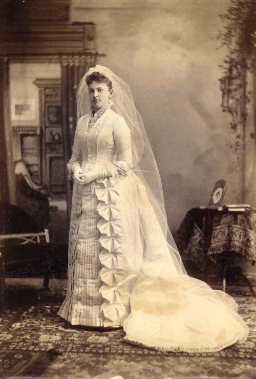 Свадебные  в разные эпохи