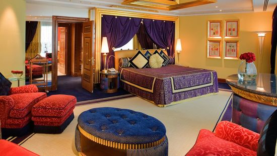 стиль спальни, яркие краски, текстиль в интерьере