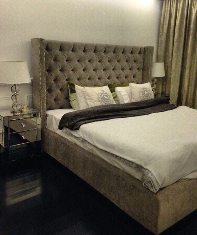 Кровать с каретной стяжкой интерьер