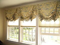 Комбинация штор плиссе с австийской в стиле прованс