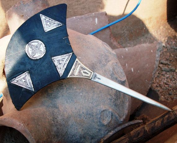 Old Tuareg Tribal Head/Hairpin €128    Handmade by the Tuareg silversmiths in the Sahara!    Materials: Indigo painted leather, brass/copper, Tuareg silvermelange    Beautifully decorated rare piece!     11,5 cm x 17,5 cm     Signed by the silversmith at the back in the Tifinagh language.  <a href=