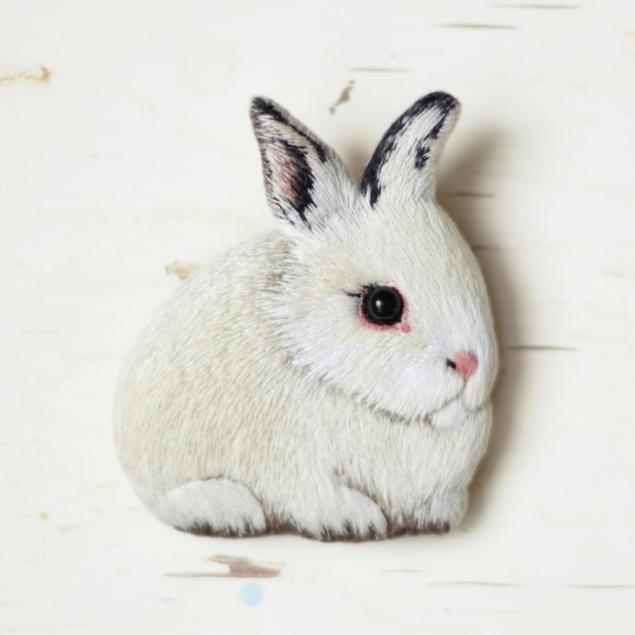 Вышивка гладью кролик брошь 99