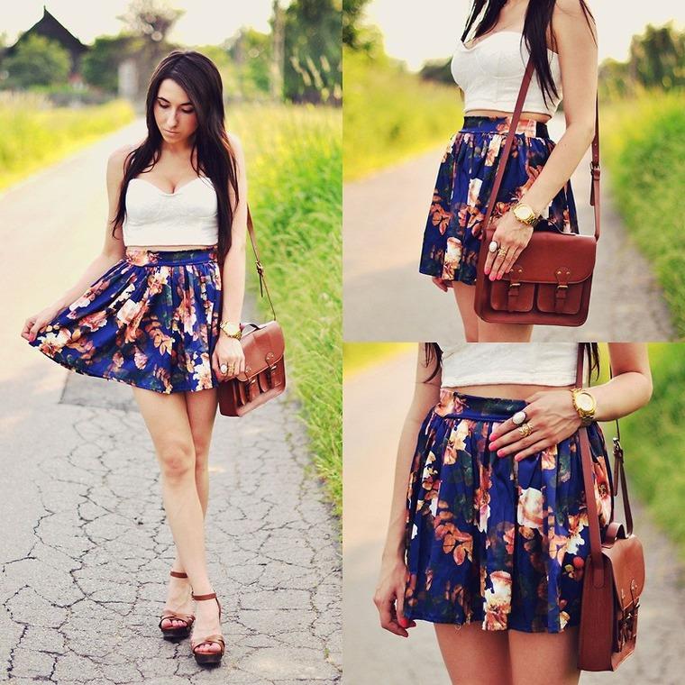 Синяя юбка с цветами с чем носить