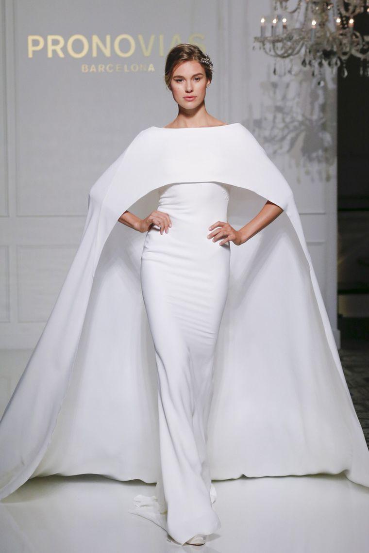 d83784481f9 Прекрасная свадебная коллекция испанского модного дома Pronovias  20 ...
