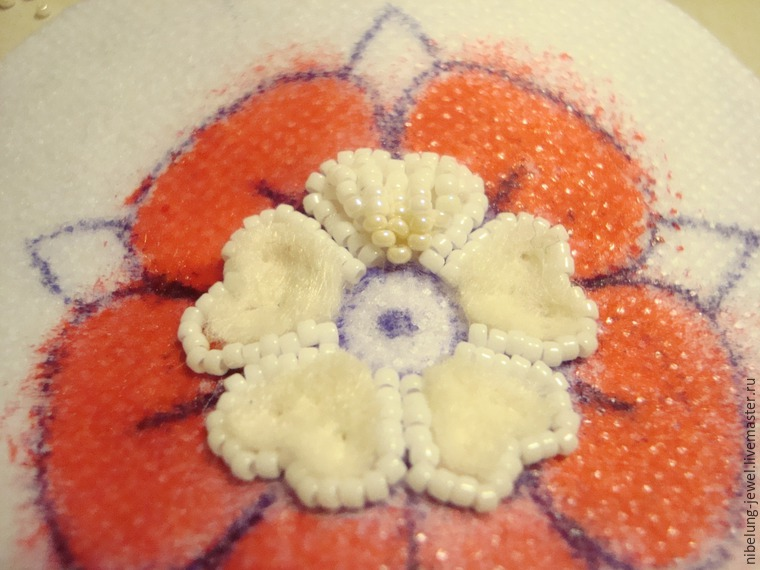 вышивка украшений