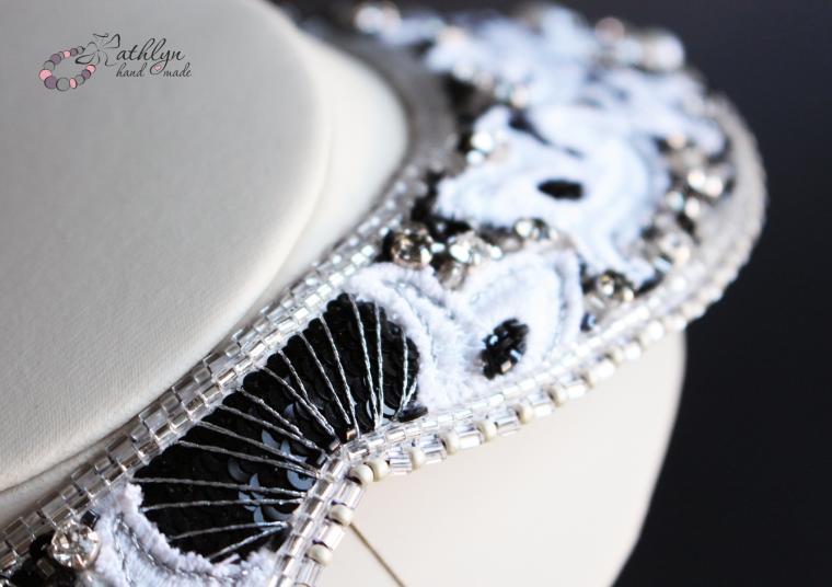 белое колье