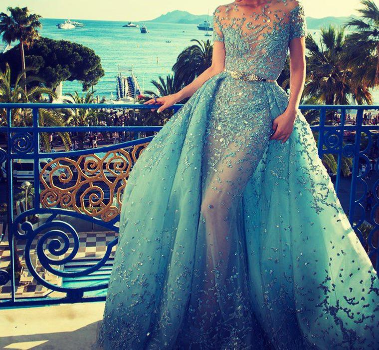 В шикарном вечернем платье