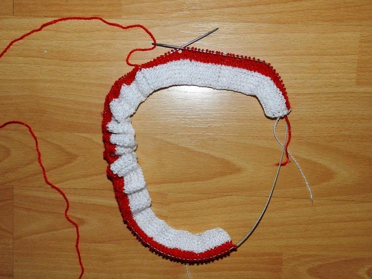 вязание, красная юбка