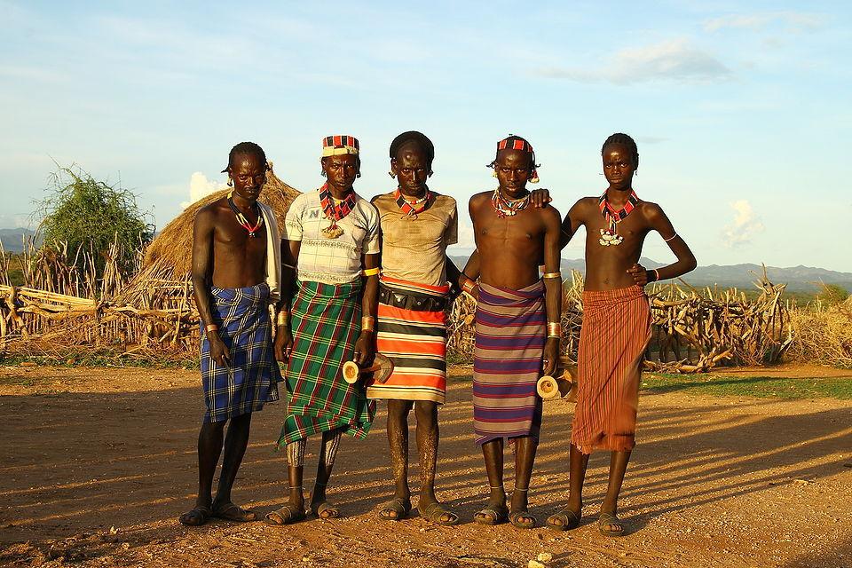 Голые сиськи женщин из диких племен  Эротика фото