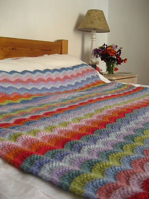 Nothing stingy about the size of this ripple blanket - Lucy's super-easy pattern. Her  blog is really fun, with a number of free  patterns