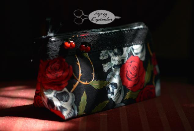 косметичка, сумочка, кошелек, черепки, череп, розы, цветы, вишни, вишенки, gothic