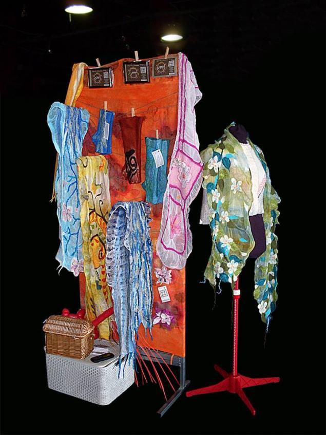 выставка-продажа, валяные шарфы, войлок, выставочный стенд