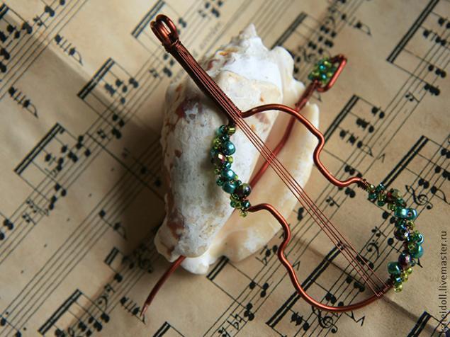 кулон-скрипка