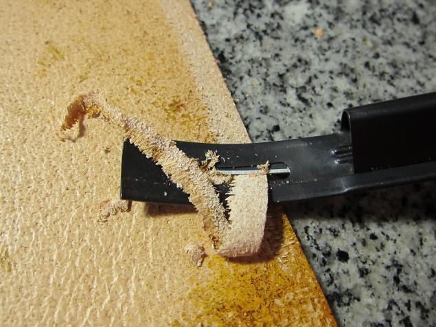 Нож для спуска край кожи